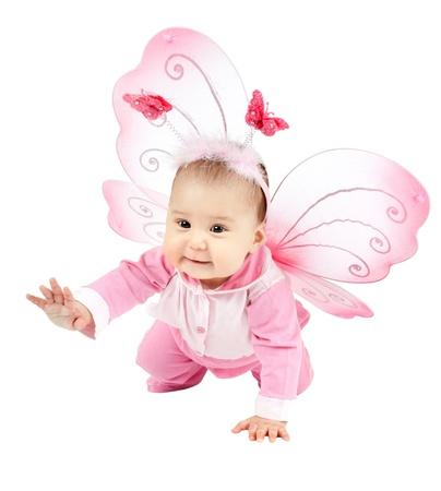 papillon rose: belle gosse avec des ailes, asseyez-vous et souriez sur fond blanc, isol� Banque d'images