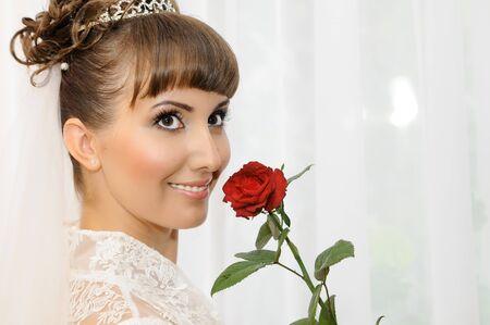 약혼녀: 젊은 아름 다운 행복 약혼녀 가까운 얼굴, 미소, 가로 세로