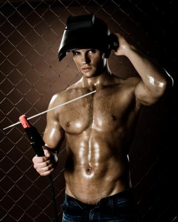 Cercasi... 14747623-l-39-uomo-muscoloso-operaio-saldatore-saldatura-elettrica-ad-arco-saldatura-su-rete-sfondo-recinzion