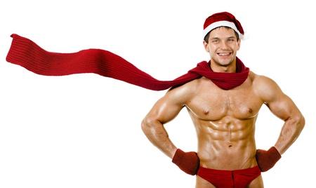 desnudo masculino: la muy musculoso bronceado guapo sexy Santa Claus en bufanda roja sobre fondo blanco, la postura y la sonrisa, aislado