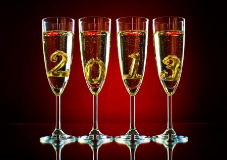 샴페인과 숫자 2013 아름다운 축하 새 해 개념 그림 네 개의 유리 잔 스톡 콘텐츠