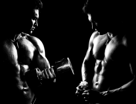 very power athletic guy ,  execute exercise with  dumbbells, on bkack background, black-and-white Reklamní fotografie - 16574521