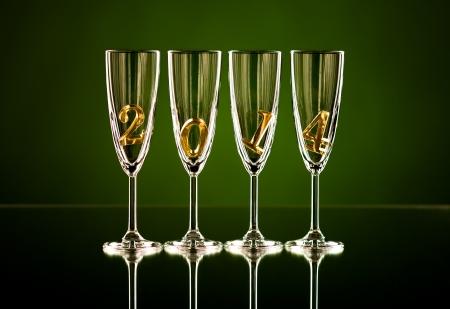 숫자 2014 아름다운 축하 새 해 개념의 사진과 함께 샴페인을위한 네 개의 유리 잔 스톡 콘텐츠