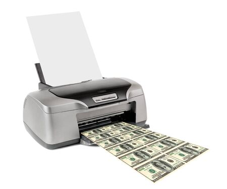 dinero falso: impresora de inyecci�n de dinero falso de impresi�n, en el fondo blanco; aislado
