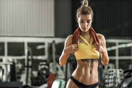 WOMAN FITNESS: young fitness woman in gym, horizontal photo