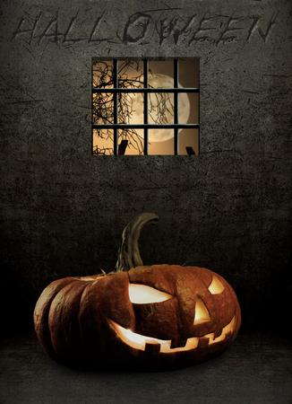 cellule prison: citrouille dans une cellule de prison, notion fête religieuse Halloween