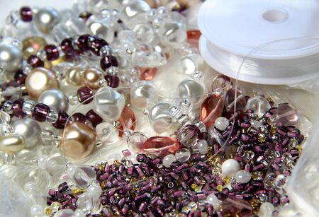 手作りの宝石で編むことのためのアイテム