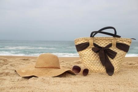 海の時間 - 海岸、わらビーチバッグ、サングラス