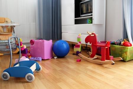 playroom: Hermosa habitaci�n ni�o con un mont�n de juguetes Foto de archivo