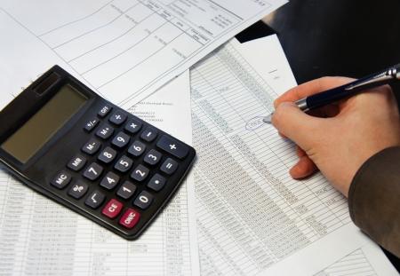 cuadro sinoptico: Documento Calculadora, la pluma y la contabilidad con una gran cantidad de n�meros