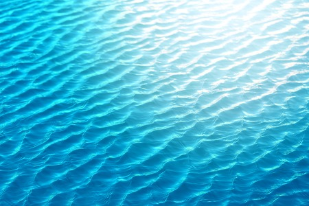 美しい海の水をすぐに撮影します。