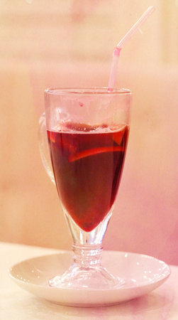 vin chaud: verre de vin rouge chaud photographi� close up Banque d'images