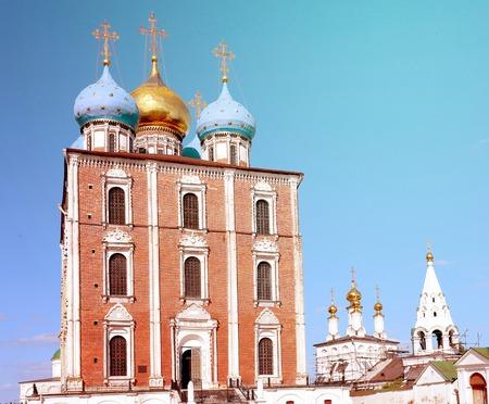 Photo beautiful ancient Assumption Cathedral in Ryazan Kremlin