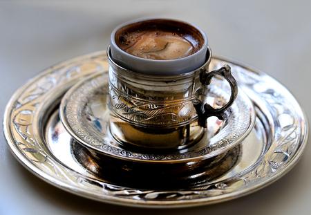 Photo macro wonderful Turkish coffee in a cafe