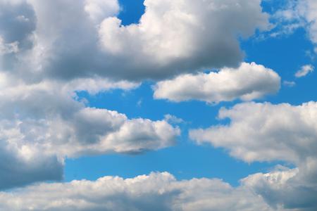 日当たりの良い美しい空の雲の写真 写真素材