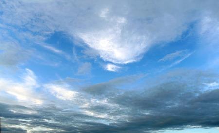 Fhotohemel met wolken