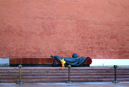 Photo macro eternal flame near the Kremlin wall on the red square in Moscow