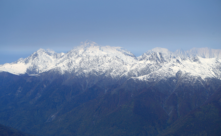 太陽に照らされた山々 の素晴らしい山々 の写真