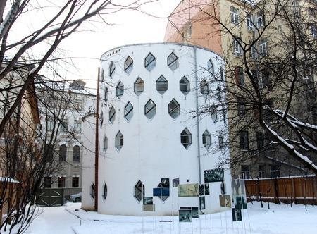 Huis van de foto het interessante architectuur Bijenkorf in Moskou Stockfoto