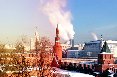 Photos of the Moscow Kremlin with a sunny winter day Standard-Bild - 97606575