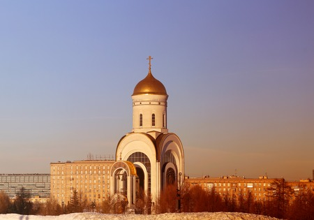 Photo sunset an Orthodox Church in Moscow in the spring