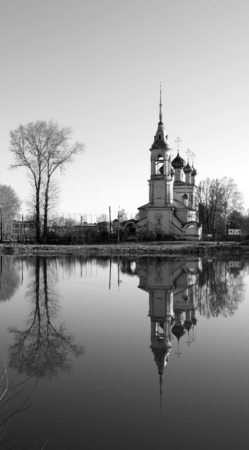Photo beautiful Orthodox Church by the river