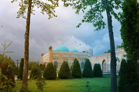 Photo of landscape of a magnificent mosque in Central Asia Imagens - 103385100