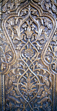 Photo beautiful natural wooden Oriental ornaments on the walls Stock Photo