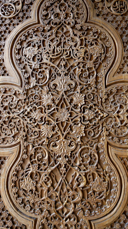 Photo beautiful natural wooden Oriental ornaments on the walls Stockfoto