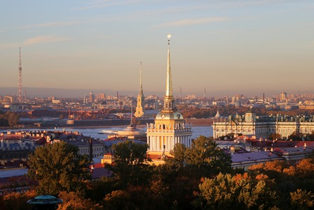 Beautiful photo view from above of St. Petersburg on an autumn sunset day Standard-Bild - 110370290