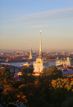 Beautiful photo view from above of St. Petersburg on an autumn sunset day Standard-Bild - 110370292