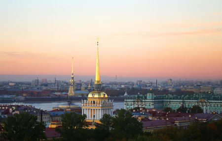 Beautiful photo view from above of St. Petersburg on an autumn sunset day Standard-Bild - 110370317