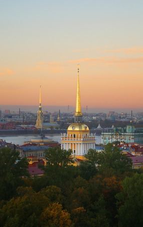 Beautiful photo view from above of St. Petersburg on an autumn sunset day Standard-Bild - 110370319