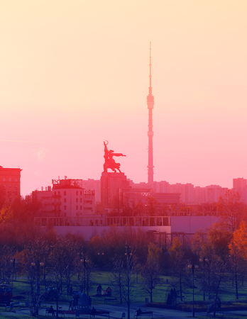 Photo beautiful views of the landscapes of Moscow with a monument Mukhina top autumn