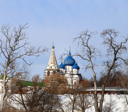 Photo landscape Suzdal Kremlin Christmas Cathedral in the background with trees in winter Stock fotó