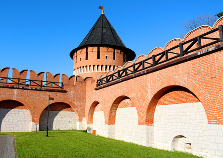 Photo of an old fortress with towers in the city of Tula in Russia