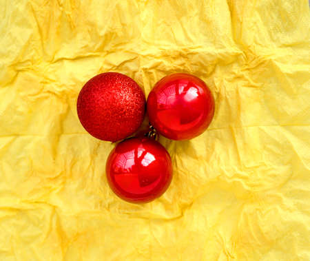 Photo christmas background with balls and an apple