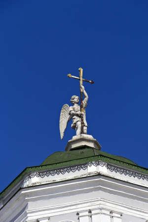Angelo sulla cima della chiesa in Kuskovo Archivio Fotografico