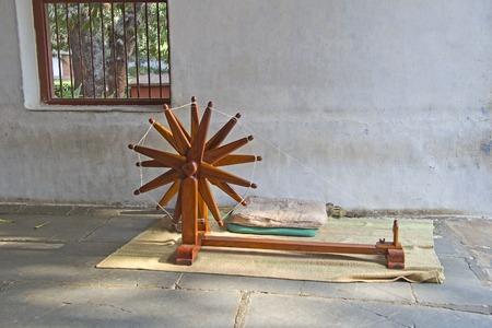 mahatma: Distaff, symbol of Independence fight or Satyagraha in Gandhis Sabarmati Ashram, Ahmedabad, Gujarat