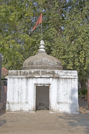ashram: Little shrine of Lord Shiva with installed Shiva-Lingam. Ahmedabad, Gujarat, Sabarmati Ashram area Stock Photo