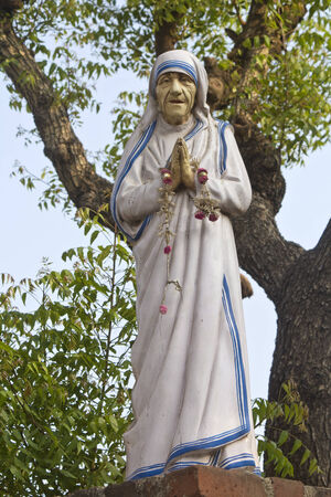 vestal: FEBRUARY 16, 2014, KANYAKUMARI, TAMIL NADU, INDIA - Sculpture of the Mother Theresa close to the Christian church