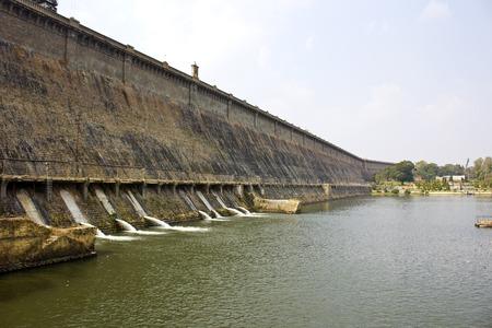 karnataka: Presa Krishnarajsagar en el sur de la India r�o Kaveri o Cauvery, Karnataka