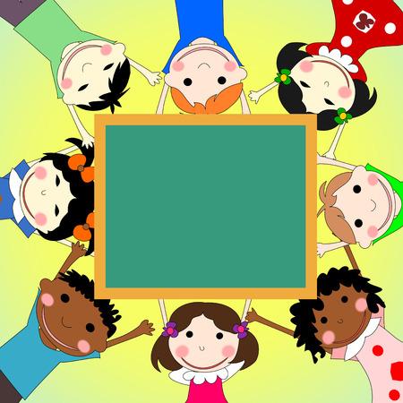 niños de diferentes razas: Los niños de diferentes razas juntos en un círculo con el consejo escolar en el fondo soleado Foto de archivo