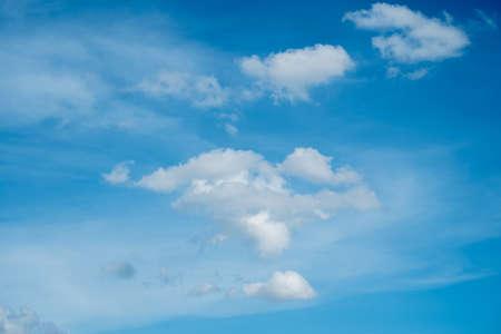azul: sky and clouds