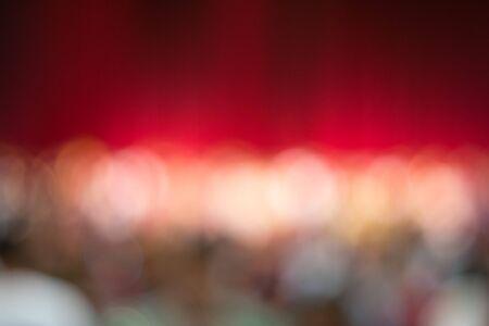 cortinas rojas: difuminar las cortinas rojas