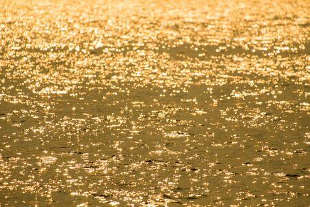 gold colour: The gold background colour is brilliant.