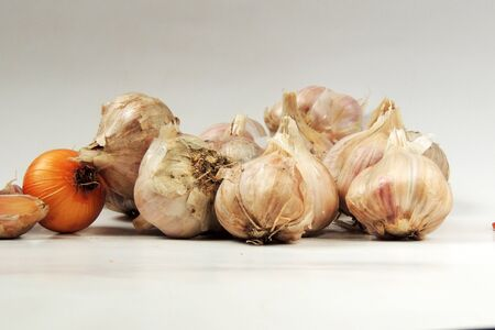 cloves: Garlic cloves and onions