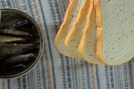 kipper: A tin of smoked sprats and bread. On sandwiches Stock Photo