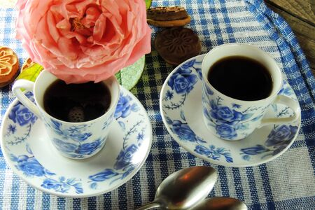 desayuno romantico: Romantic Breakfast for two, rose, coffee and biscuits. March 8 Foto de archivo