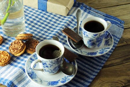 desayuno romantico: Romantic Breakfast for two, rose, coffee and biscuits. March 8 Foto de archivo